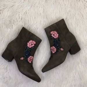 Steve Madden Brooker Suede Boots Size 8.5